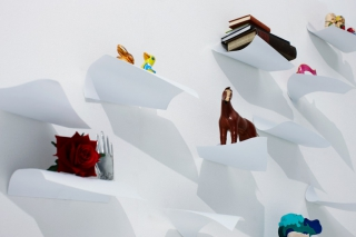 Blow – The floating paper shelves